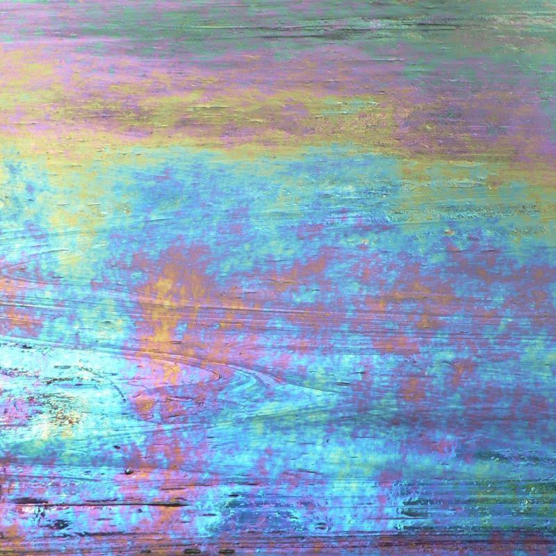 WO2180IRID Violet / White Wispy Iridized